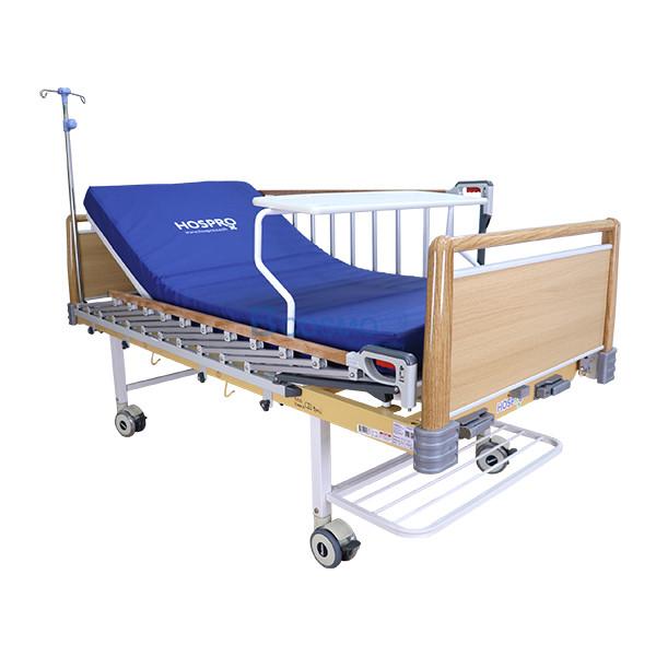 PB0005-W-16-ลายน้ำ เตียงผู้ป่วย HOSPRO 2 ไกร์ มือหมุน ลายไม้ พร้อมเบาะนอน รุ่น Eco