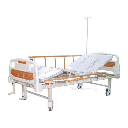 เตียงผู้ป่วย มือหมุน 2 ไก ราวสไลด์ลายไม้ พร้อมเบาะนอน 4 ตอน สีครีม